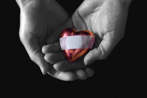 Broken-Heart-Wallpaper-HD-Dekstop